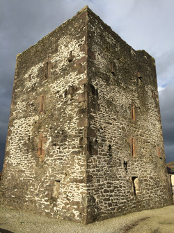 Gallarus Castle - 15th Century Tower House of the Fitzgerald Family