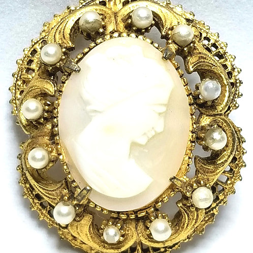 Designer by Florenza, brooch, cameo with cream faux pearls in gold tone.