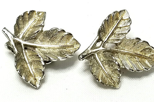 Designer By Sarah Cov, earrings, clip on leaf motif, silver tone, 1 inch.