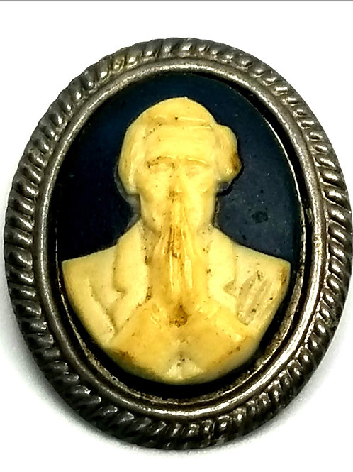 Designer by provenance, brooch, cameo, Lincoln motif, black and cream.