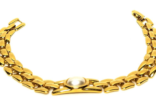 Designer by Napier, bracelet, simulated white pearl in gold tone, 7 1/2 inches.