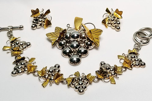 Designer by Best, set, brooch, bracelet and earrings, grapes motif.
