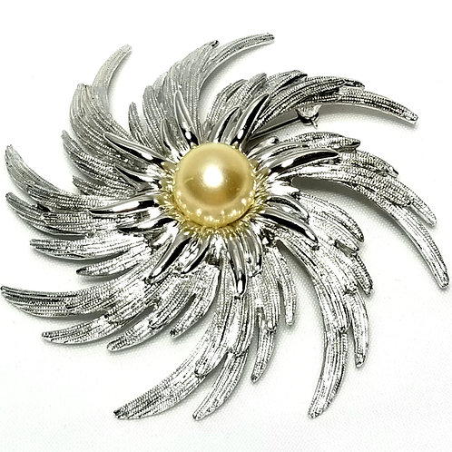 Designer by Sarah Cov, brooch, flower motif, cream faux pearl in silver tone.