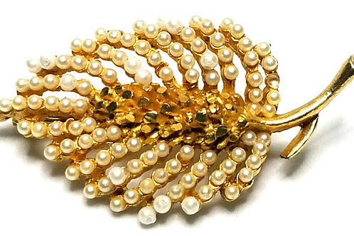 Designer by Kramer, brooch, leaf motif, white faux pearls, gold tone, 1 x 2 inch
