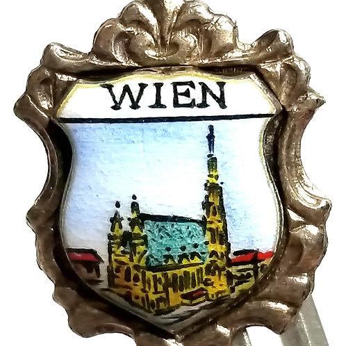 Designer by provenance, pin, Vienna Austria souvenir motif, multi color.