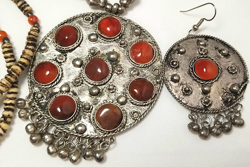 Designer by provenance, set, metal and carnelian necklace and dangle earrings