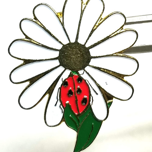 Designer by provenance, pin, flower (daisy and ladybug) motif, multi color.