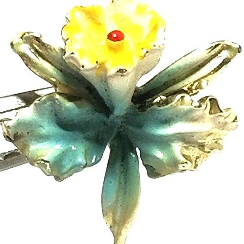 Designer by provenance, brooch, flower motif, multi color, gold tone.