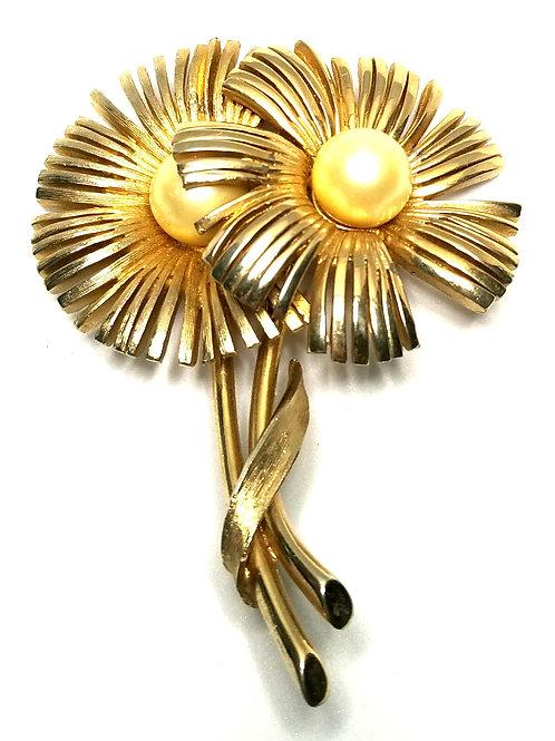 Designer by Kramer, brooch, flower motif, white faux pearls, gold tone.