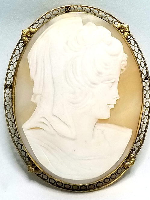 Designer by provenance, cameo pendant, , white, cream, in 12K gold filled.