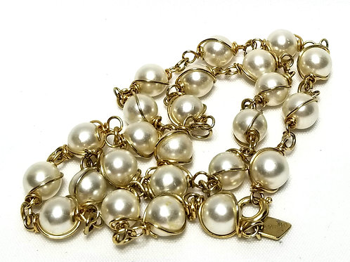 Designer By Sarah Cov, necklace, white faux pearls in gold tone, 16 1/2 inches.