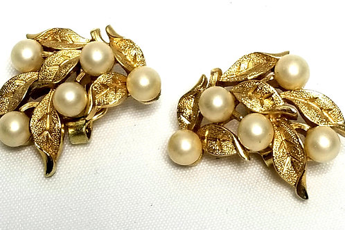 Designer by Trifari, earrings, clip on, leaf motif with faux pearls in gold tone