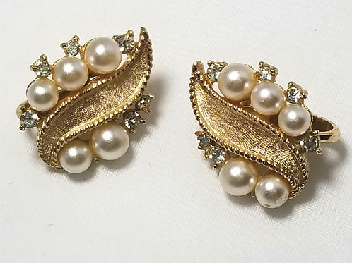 Crown Trifari, white glass pearl/gold tone clip on earrings, 3/4 inch length.