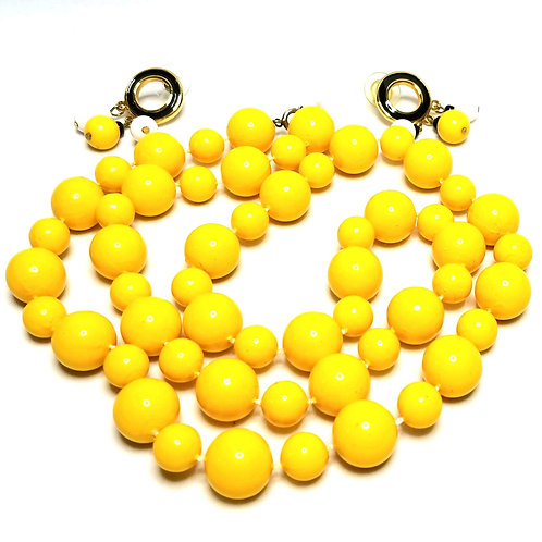 Designer by provenance, set, necklace and earrings, yellow and white beads.