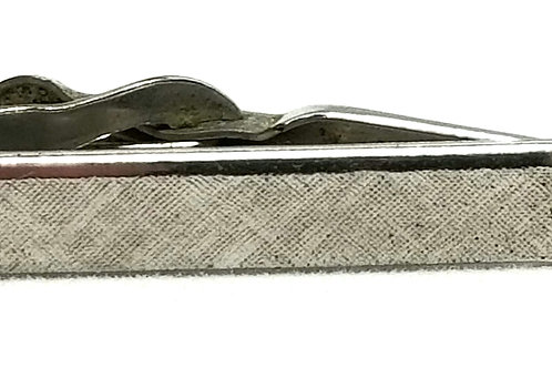Designer by Swank, tie clip, black stone in silver tone, 1 1/4 inch.