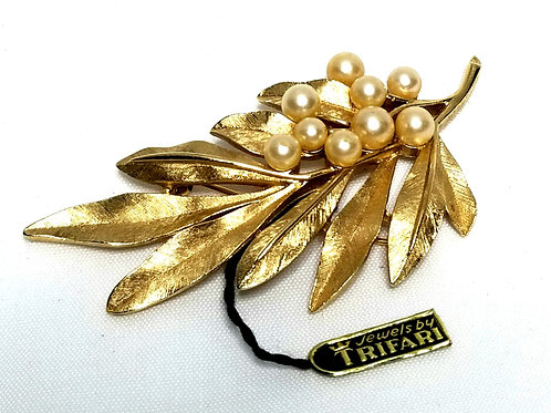 Designer by Trifari Crown, brooch, leaf motif, faux pearls in gold tone