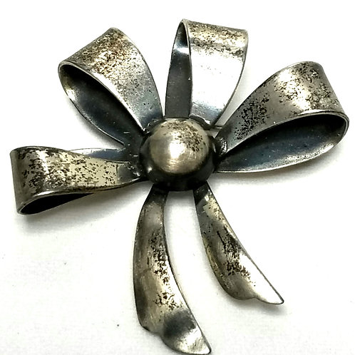 Designer by Danecraft, brooch, bow motif, 1 1/2 inches.