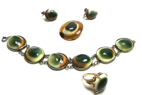 Designer by provenance, set, bracelet, brooch, earrings and ring, gallstones.