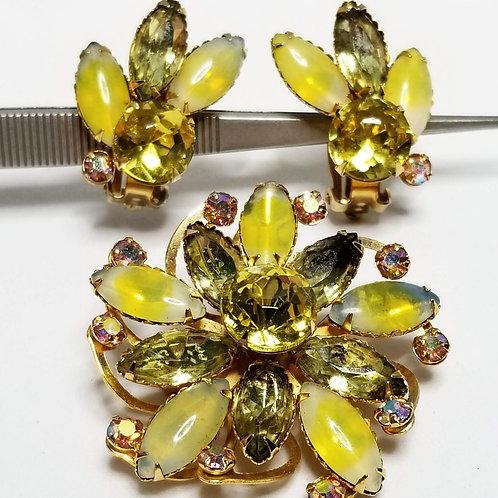 Designer by Beau Jewels, set, brooch and earrings, floral motif, rhinestones.