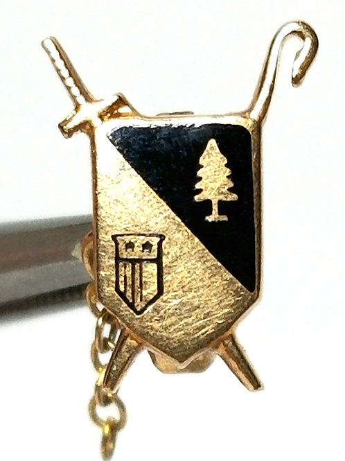 Designer by provenance, pin, crest motif, black inlay in gold tone, 5/16 x 9/16.