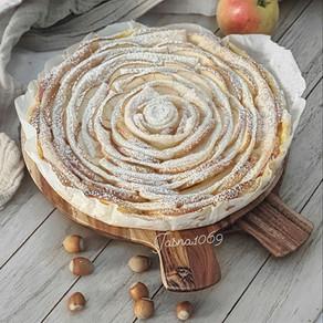 Kolac sa jabukama i puding kremom