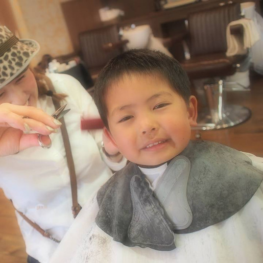 HairroomDOOR_kidscut11.jpg