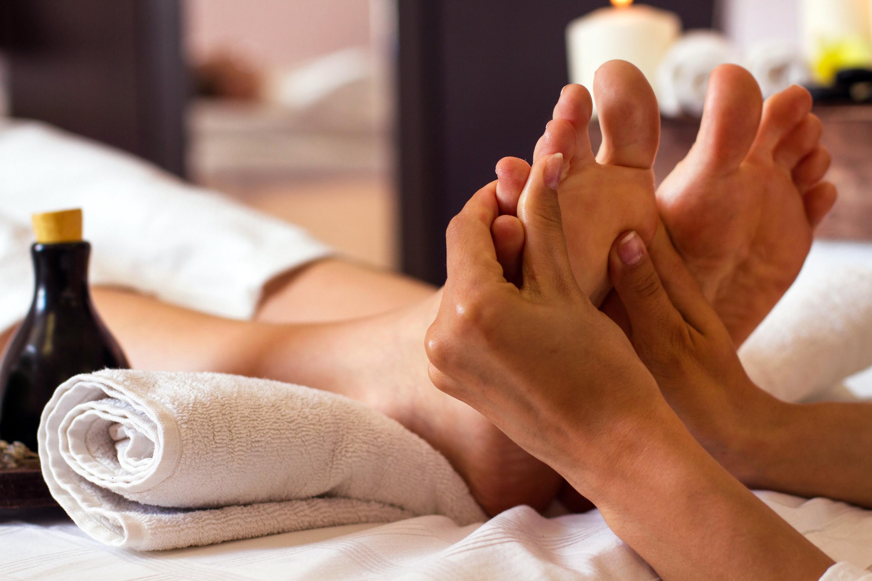 Massaggio profondo del piede