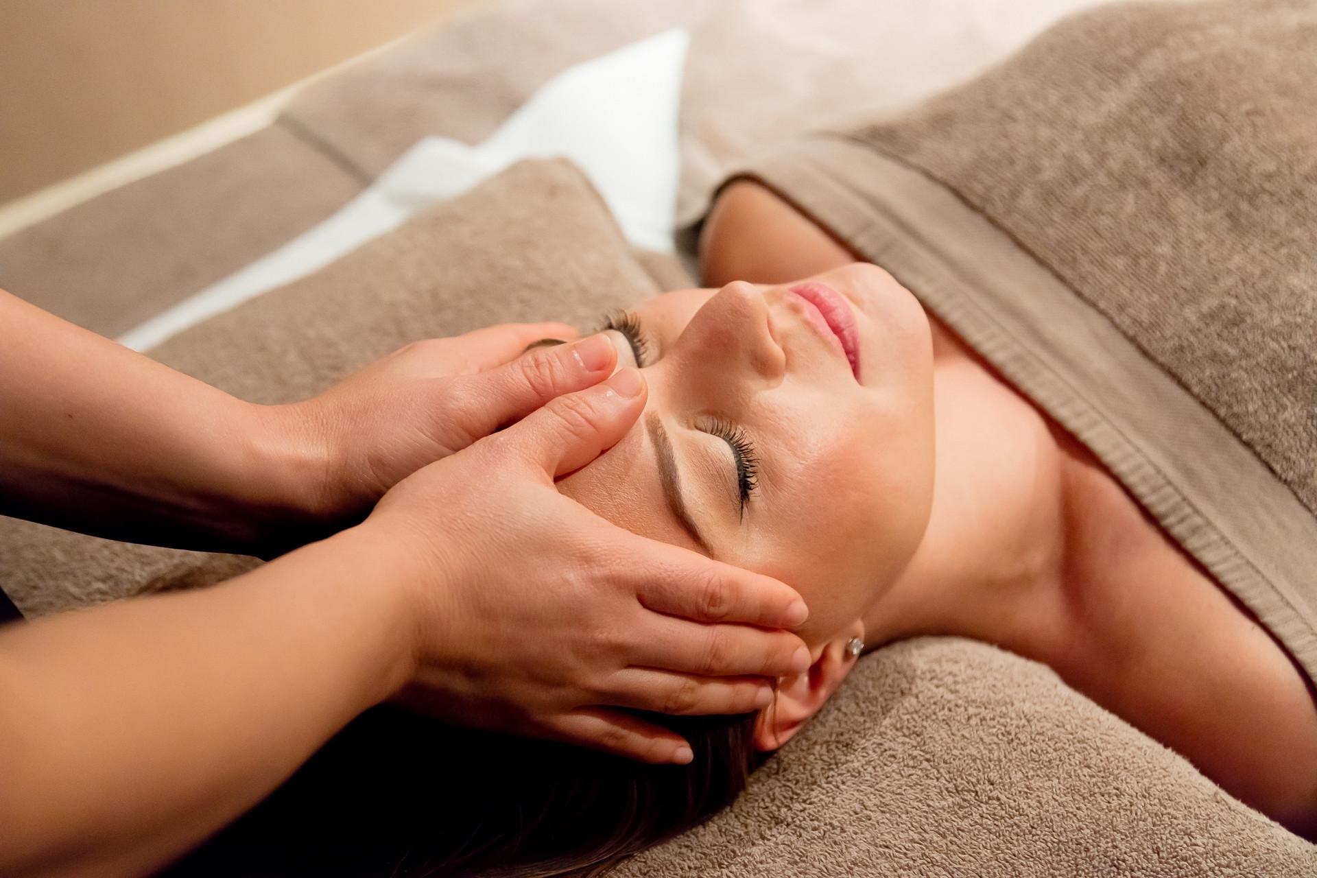 Back,Neck & Shoulder Massage