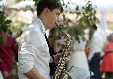 Saxophonist auf Hochzeit.jpg