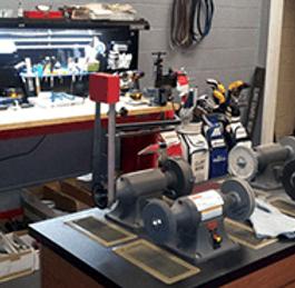 Golf club repair room