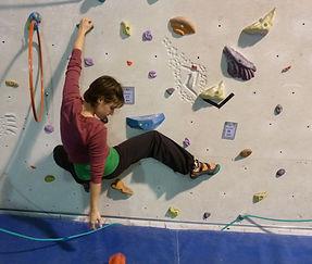 klettern, medium klettern, klettern als therapie, ergotherapeutisches klettern, physiotherapie, psychotherapie, klettern, bouldern, spiel, spannung, spaß, bewegung, ziel, koordination