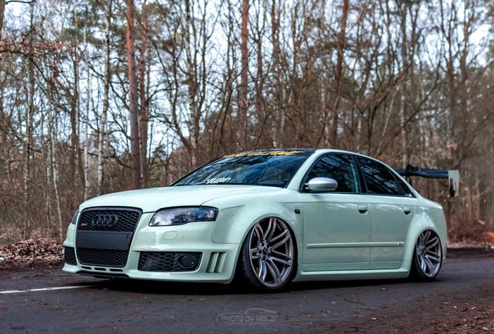 Audi RS4 - in Avery Pistaccio Gloss