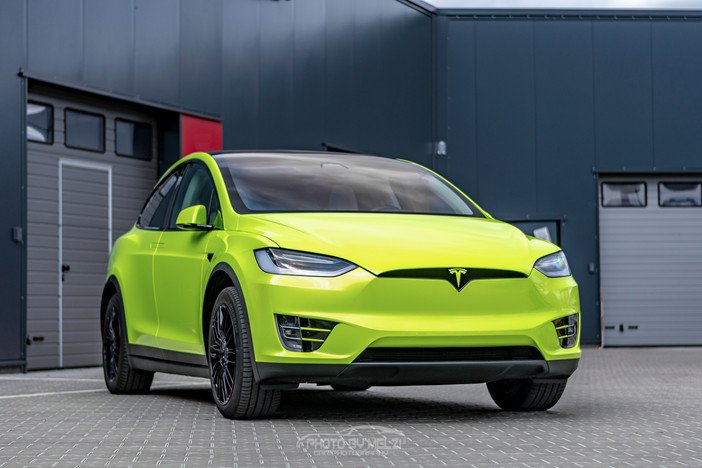 "Tesla Model X in ""Atomic Lime"" Limited"