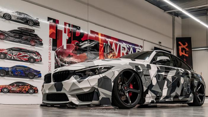 """BMW M4 im """"Hexagon Camouflage"""""""