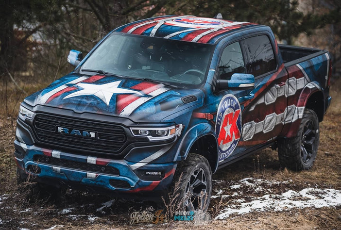 "Dodge RAM im Captain ""R""AMerica Design"