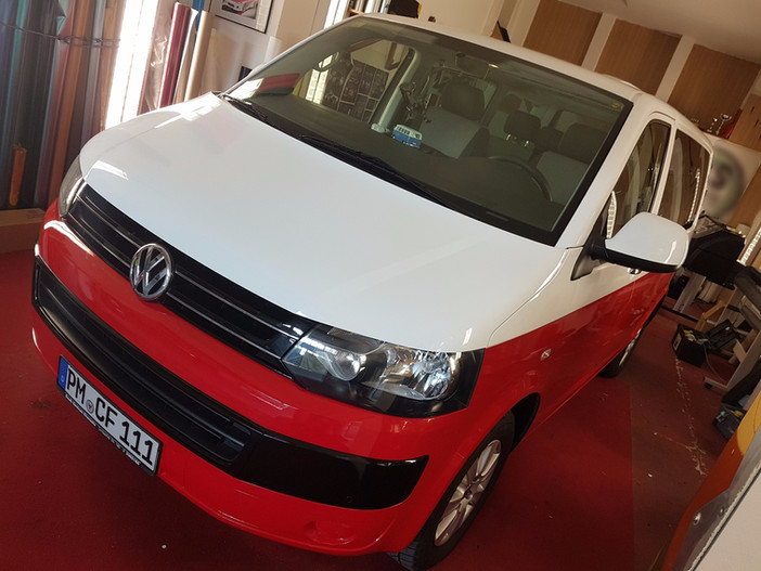 VW Multivan Rot/weiss Folierung