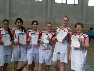 Первое место на соревнованиях по баскетболу, среди девушек.