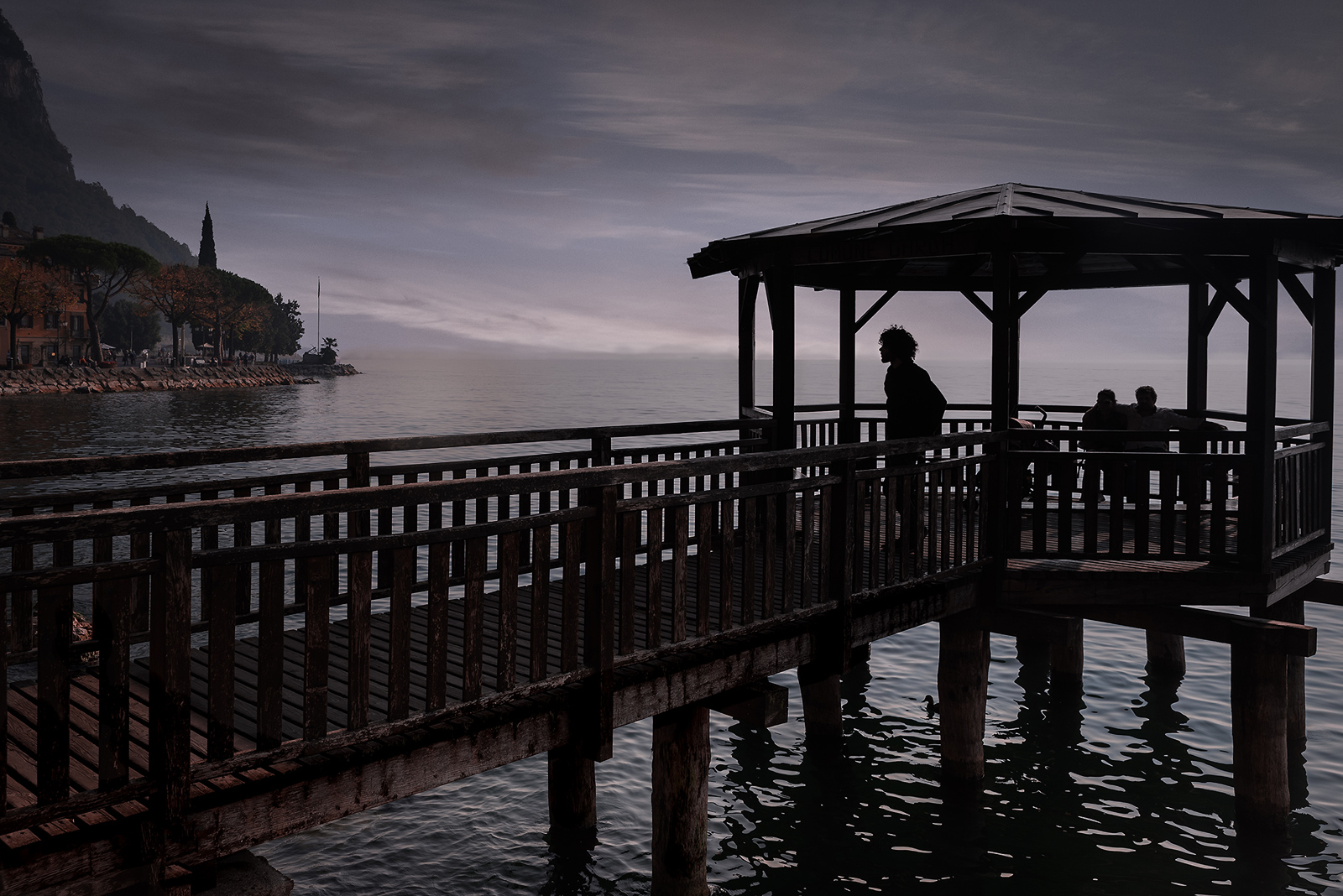 Silhouttes-on-the-Boardwalk-Garda