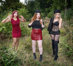 Model : Sarah, lily, Krisztina by Lawrence Homewood EFIAP