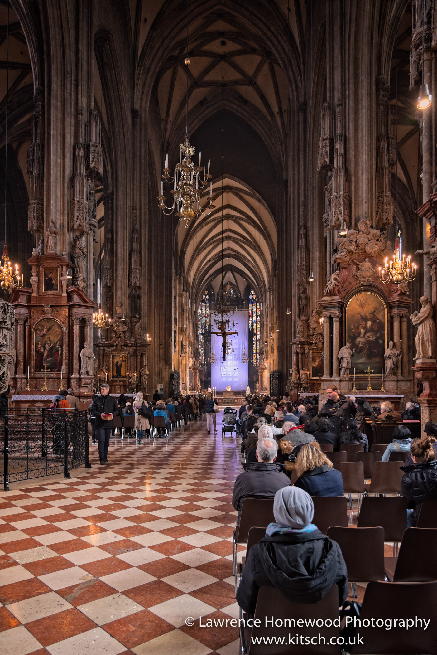 Stephansdom in Service 5