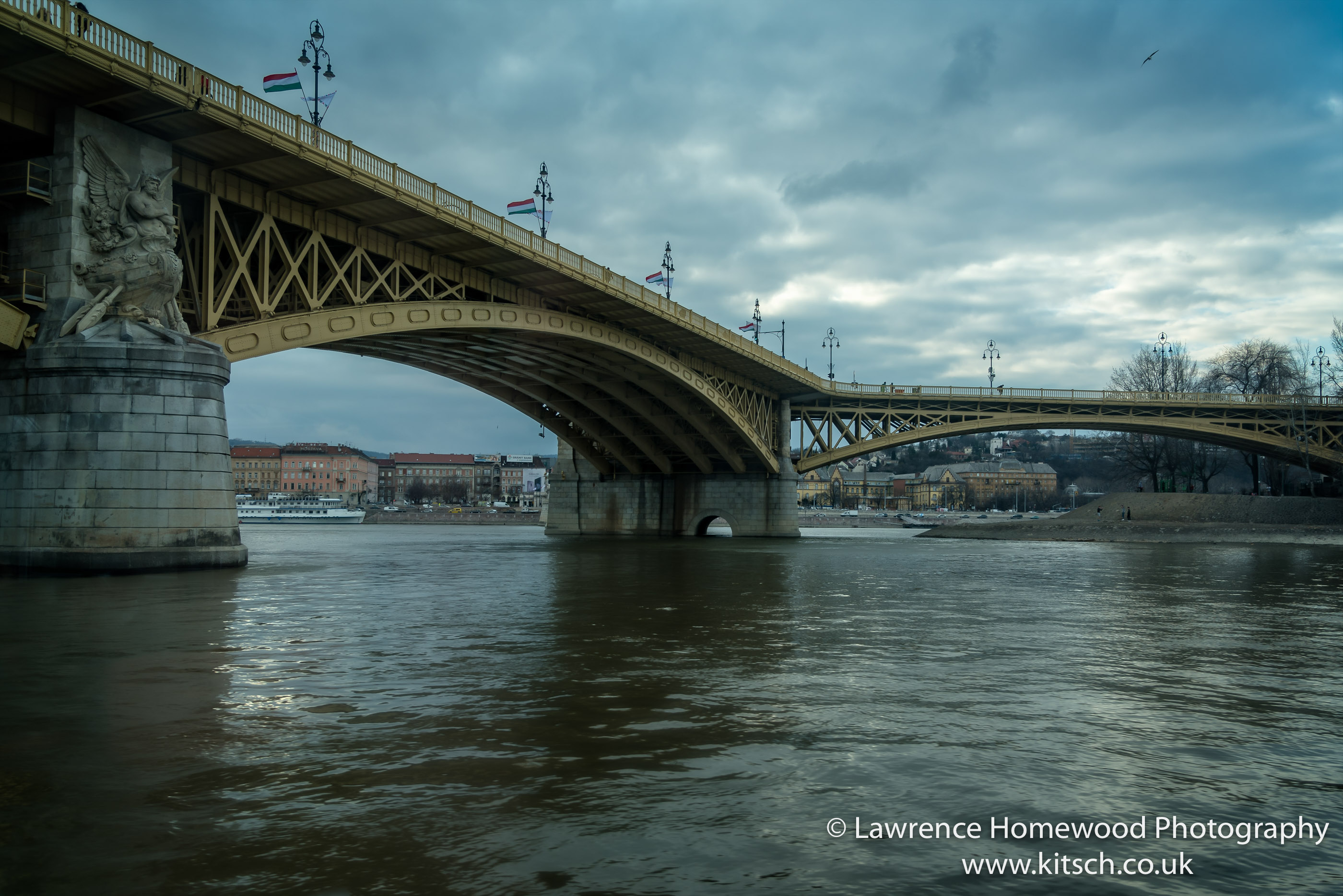 Budapest Y Bridge