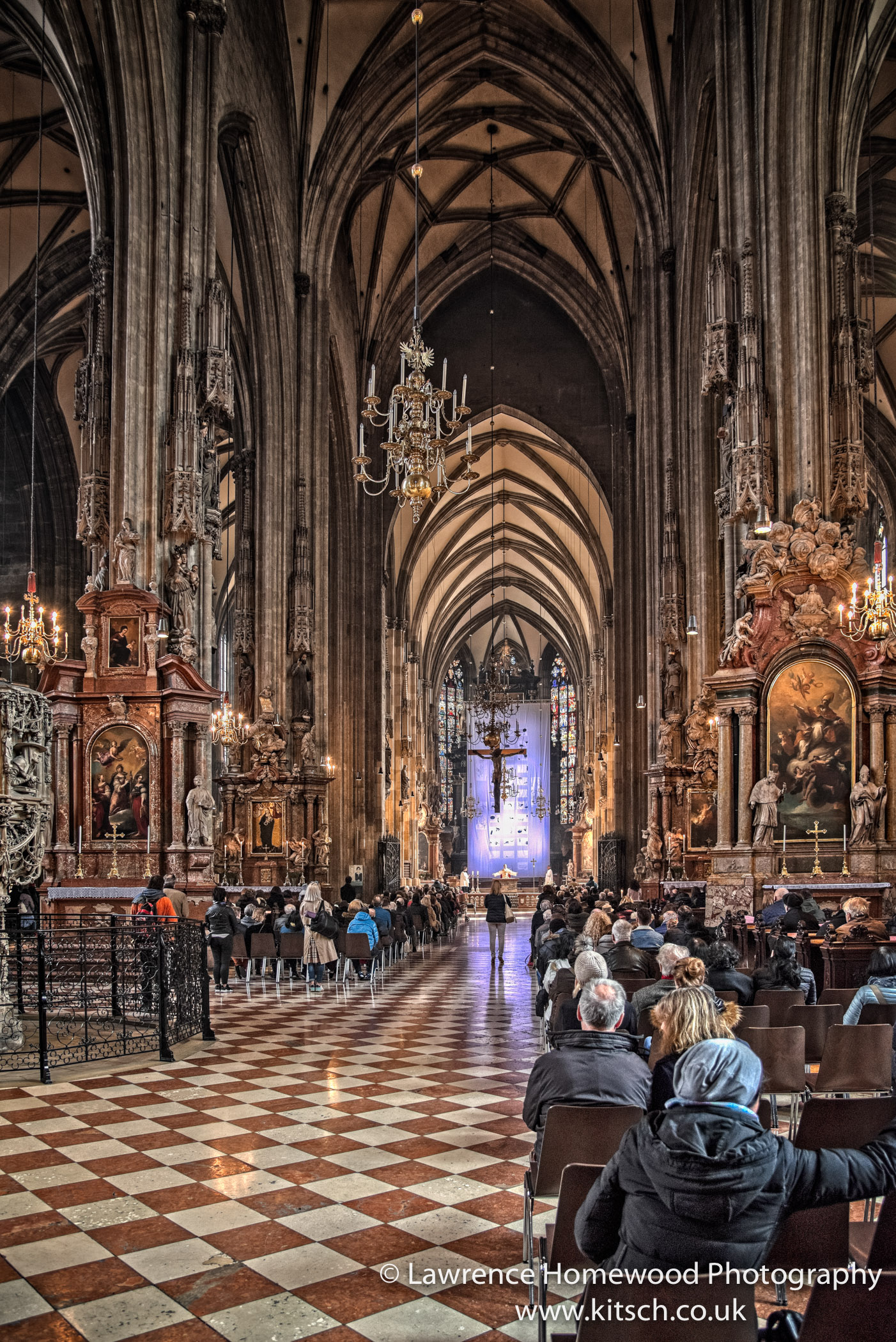 Stephansdom in Service 1