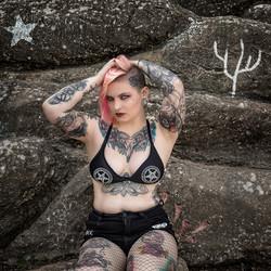 Jayne Horror The Rocks