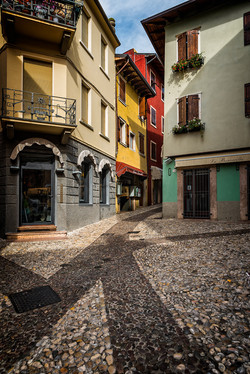 Cobble-streets-of-Malcesine