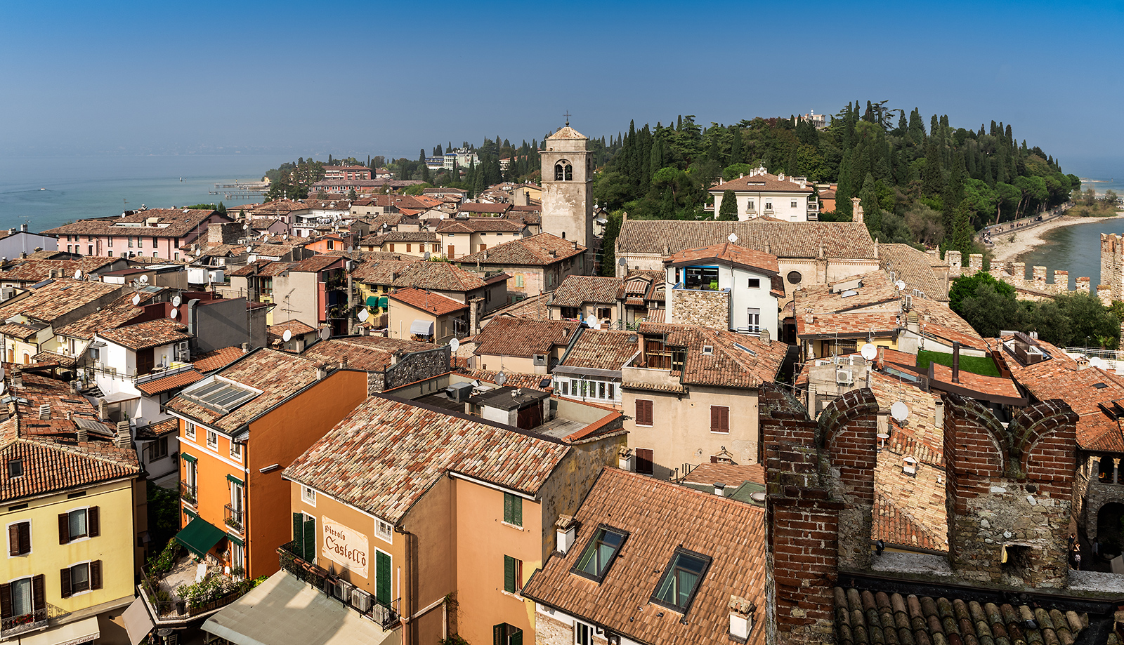 Rooftops-of-Sirmione