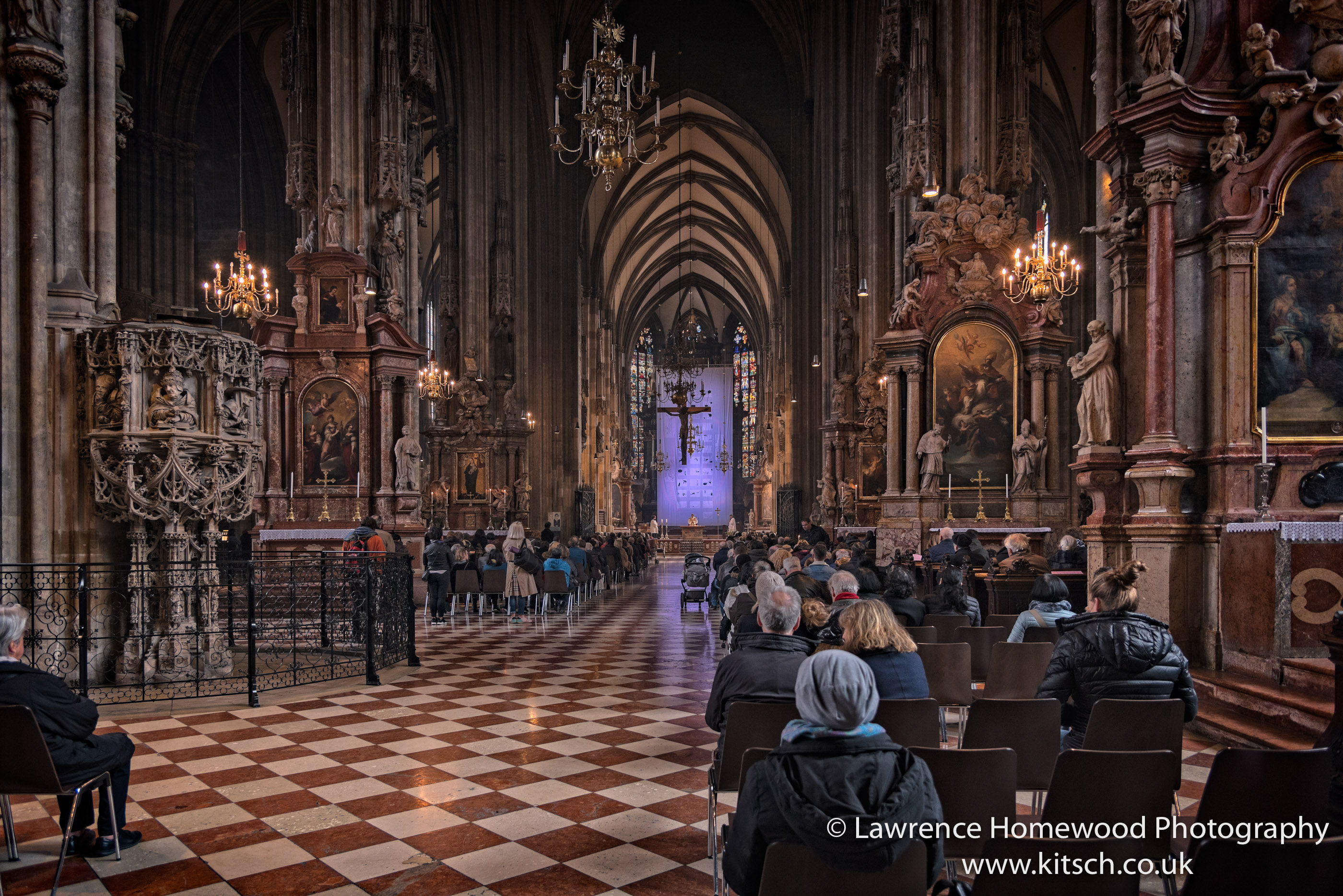 Stephansdom in Service 4