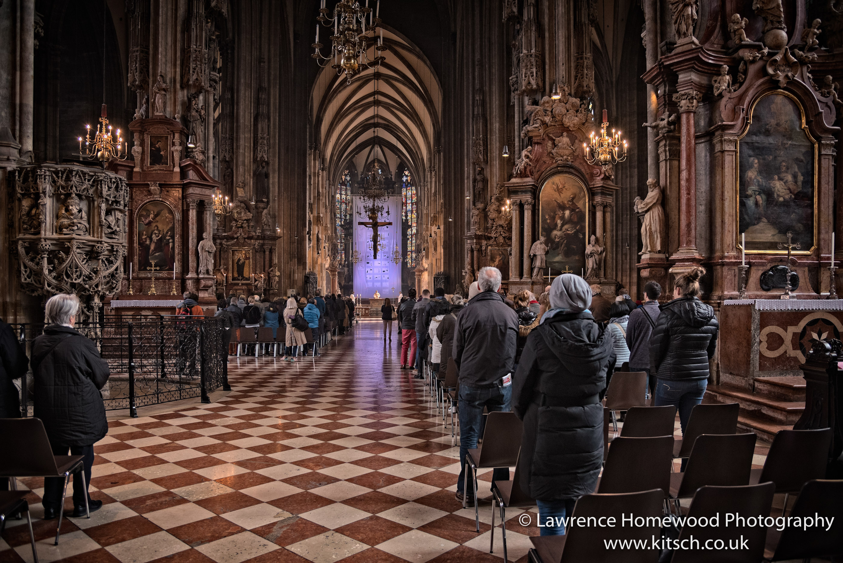Stephansdom in Service 6