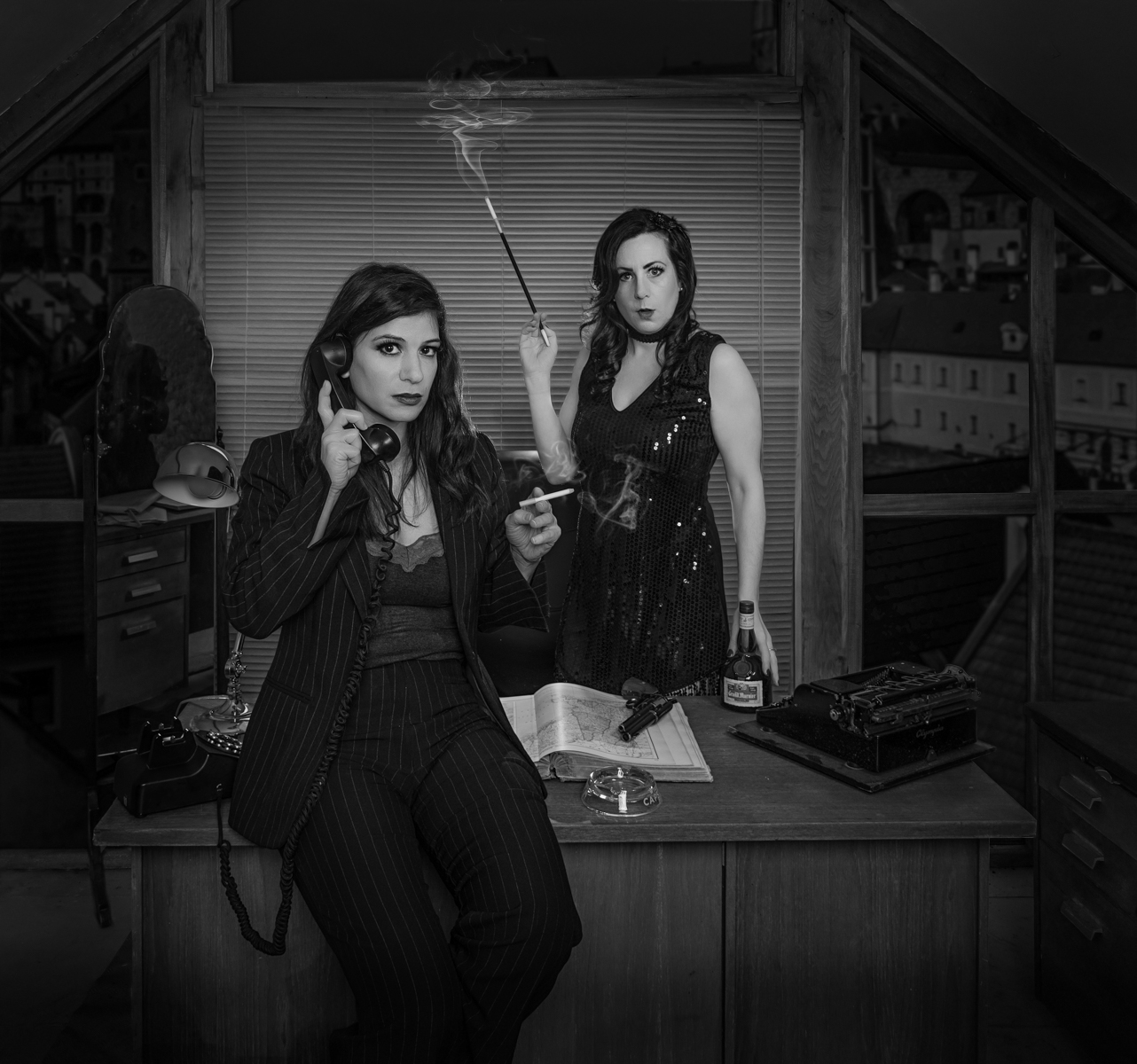 "Film Noir ""Double trouble"" Photoshoot Kitsch Studio with Stefy and Laura"
