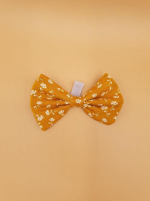 Crisp Yellow Flowers Bow Tie