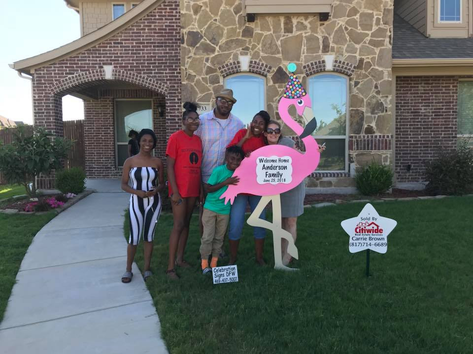 Family with real estate flamingo